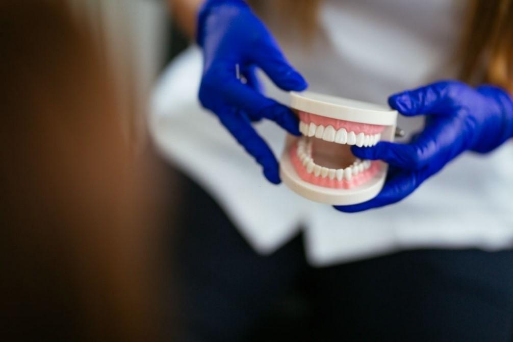 9 1 - پروتزهای مصنوعی جایگزینی برای دندان های از دست رفته
