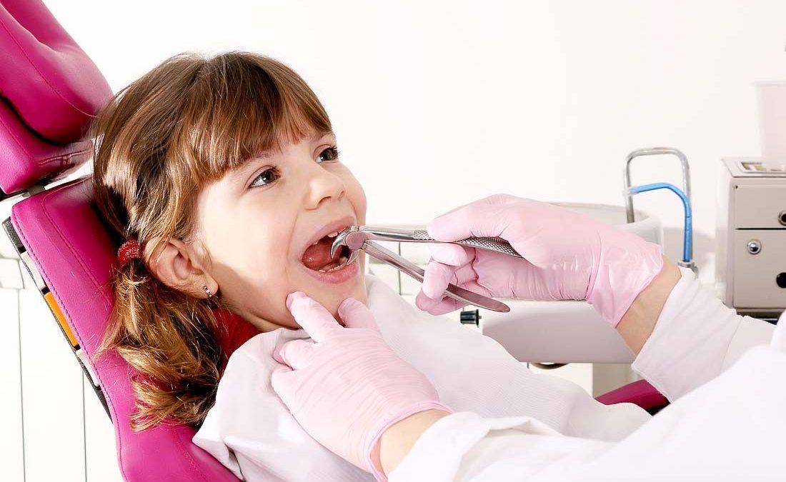 9 1 1100x675 - چه زمانی کشیدن دندان برای ارتودنسی لازم است؟